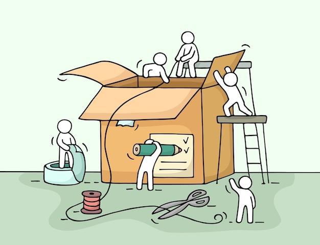 Skizze der arbeitenden kleinen leute mit paket. kritzele niedliche miniatur von teamarbeit und post.