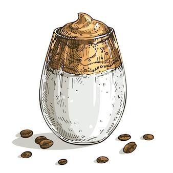 Skizzieren sie dalgona-kaffee. hand gezeichneter trendiger flauschiger cremiger geschlagener kaffee.