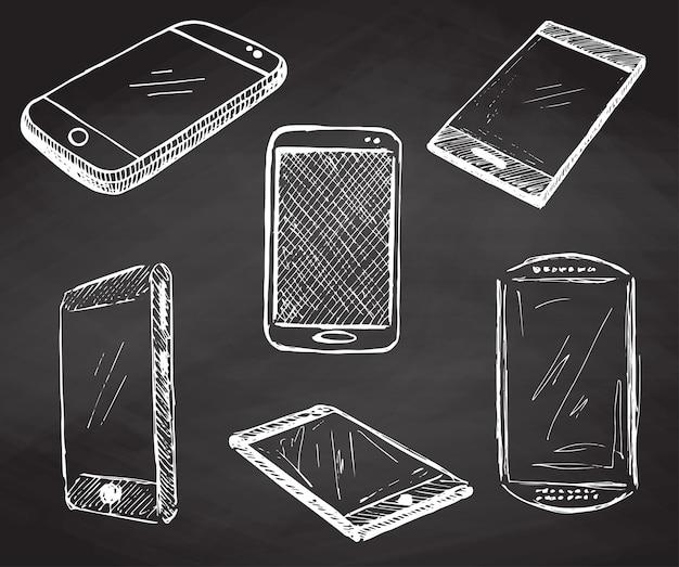 Skizzieren sie verschiedene telefone, smartphones. handgemachte vektorillustration