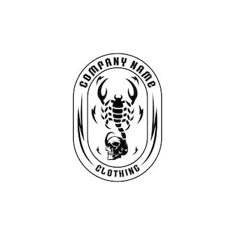 Skorpio mit schädelkleidung logo vector