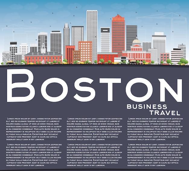 Skyline von boston mit gebäuden, blauem himmel und kopierfläche.