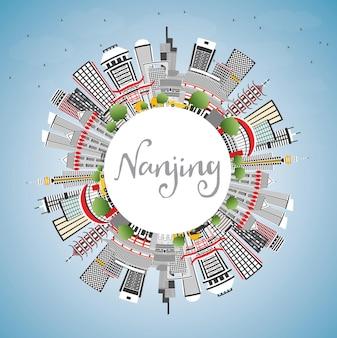 Skyline von nanjing china mit grauen gebäuden, blauem himmel und textfreiraum. vektor-illustration. geschäftsreise- und tourismusillustration mit moderner architektur. nanjing-stadtbild mit sehenswürdigkeiten.