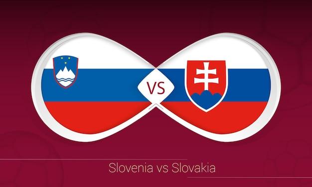 Slowenien gegen slowakei im fußballwettbewerb, gruppe h. versus-symbol auf fußballhintergrund.