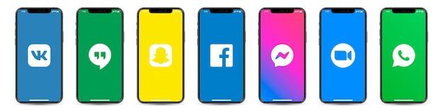 Smartphone-set mit logos für soziale netzwerke