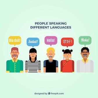 Smileyleute, die verschiedene sprachen mit flachem design sprechen