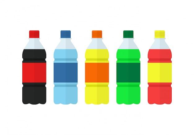 Soda, wasser und saft oder teeflaschen. satz flaschen naturgetränke