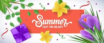 Sommer genießen Sie Ihre Feiertage, die im roten Rahmen mit Geschenkbox, Blumen und Zweigen beschriften