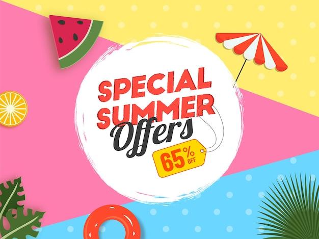 Sommer sale poster design mit 65% rabattangebot, obstscheibe, regenschirm, schwimmbad auf buntem hintergrund.