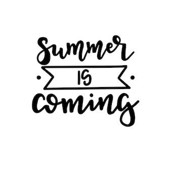 Sommer typografie poster. konzeptionelle handgeschriebene phrase t-shirt hand beschriftet kalligraphisches design. inspirierender vektor