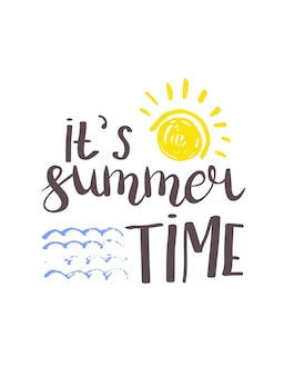 Sommerbeschriftung. helle sätze über den sommer, die sonne und den urlaub. handgezeichnete kalligraphie ist ideal für flyer, postkarten, etiketten und einzigartige designs. vektor