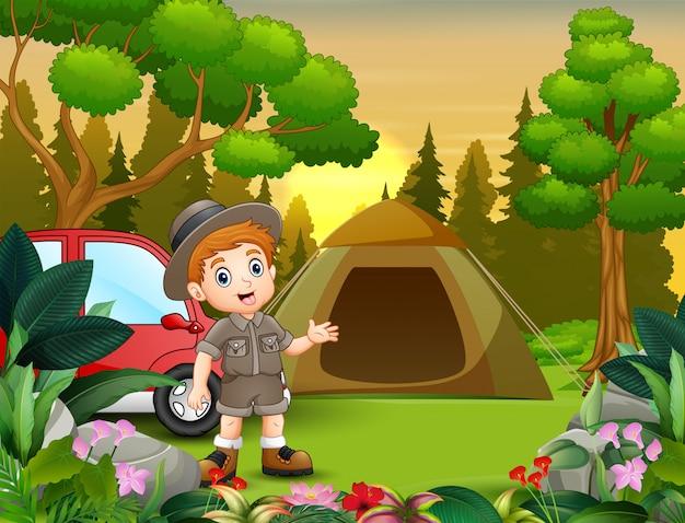 Sommercamping mit den pfadfinderjungen und dem roten auto