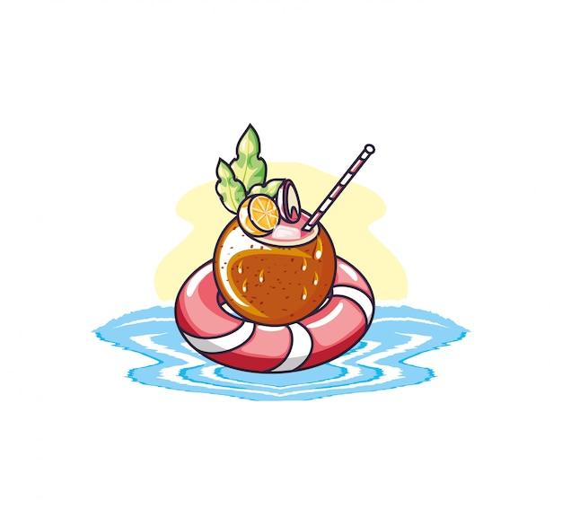 Sommercocktail der kokosnuss mit hin- und herbewegung