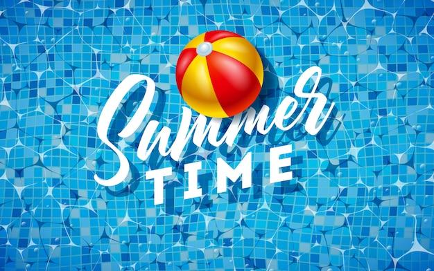 Sommerdesign mit wasserball auf wasser im mit ziegeln gedeckten pool