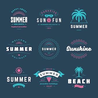 Sommerferien-etiketten und abzeichen retro-typografie-design-set. vorlagen für grußkarten, poster und bekleidungsdesign. vektor-illustration.