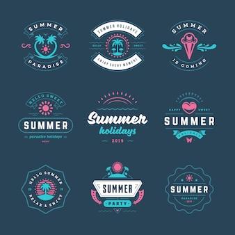 Sommerferien logos und abzeichen retro typografie design set.