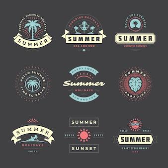 Sommerferienabzeichen retro typografie design set.
