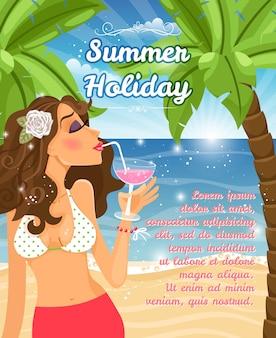 Sommerferienplakatvektorentwurf mit einer schönen jungen frau, die einen cocktail an einem strand mit tropischen palmen und einem blauen ozean nippt, der im sonnenschein funkelt
