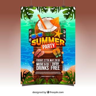 Sommerfesteinladung mit strandelementen in der realistischen art Kostenlosen Vektoren