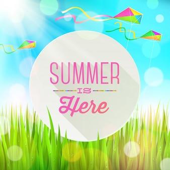 Sommergruß rundes banner gegen eine landschaft mit frischem gras und bunten drachen