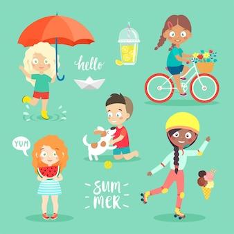 Sommerkinder stellen fahrradfahren ein, spielen und haben spaß