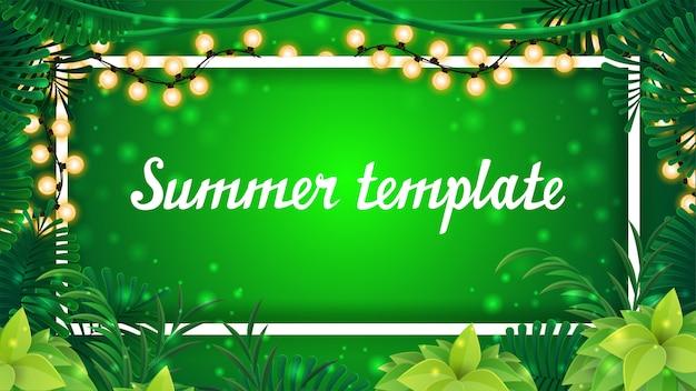 Sommerschablonendesign, grünes banner mit weißem linienrahmen mit girlande für ihren text und tropischer dschungelrahmen mit blättern