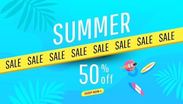 Sommerschlussverkaufsbanner in trendigen hellen farben mit tropischen blättern und rabatttextaktion discount