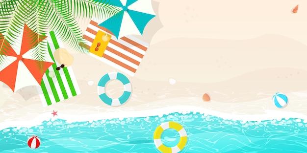 Sommerstrand, sonnenschirm wasserbälle schwimmen ring.