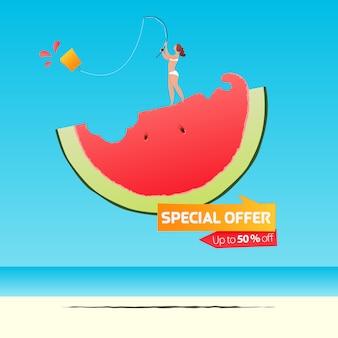 Sommerverkauf banner vorlage design. mädchen, das einkaufstasche auf einer hälfte der wassermelone im flachen design fischt. sommerverkauf typografie auf see.