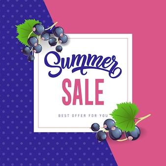 Sommerverkaufsbeschriftung mit Schwarzen Johannisbeeren. Sommerangebot oder Verkaufswerbung