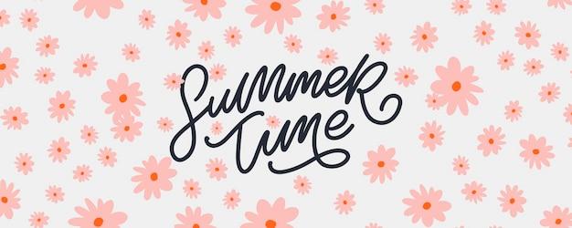 Sommerverkaufsfahne mit blumenbuchstaben