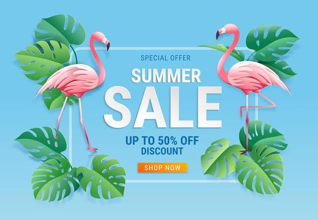 Sommerverkaufskarte mit zwei rosa flamingo auf tropischem blattpapierschnitthintergrund