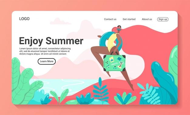 Sommerzeit landing page. frau auf badeanzug mit kreis und rosa langen haaren. glückliches mädchen läuft. pool party oder urlaub web banner vorlage