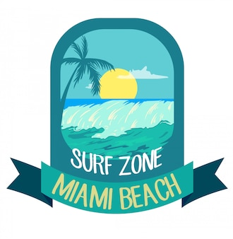 Sommerzeit, palmen, wellen und sonne kreatives logo-abzeichen
