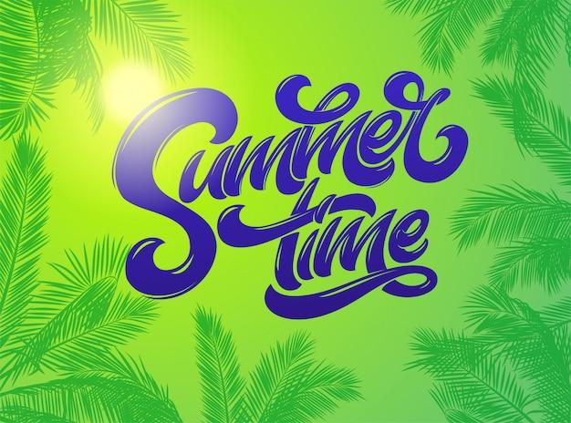 Sommerzeitbeschriftung mit palmenpflanzenhintergrund. hand gezeichnete beschriftung. tropischer heller hintergrund des feiertags. typografie für aufkleber, banner, poster, broschüre, flyer, karte. .