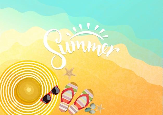 Sommerzubehör auf strandhintergrund