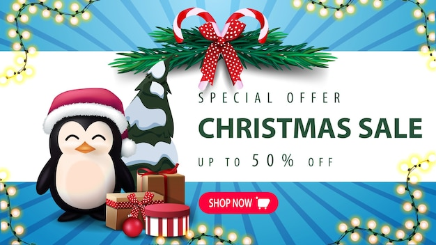 Sonderangebot, weihnachtsverkauf, bis zu 30 rabatt. weihnachtsbaumkranz, rosa knopf und pinguin im weihnachtsmannhut mit geschenken
