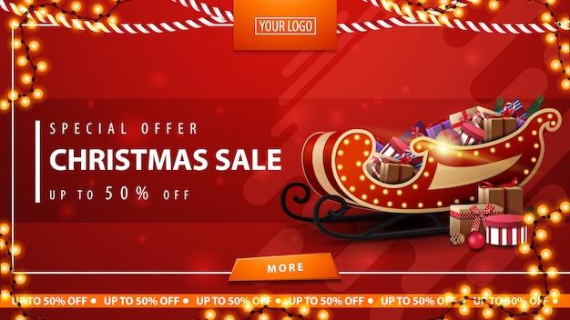 Sonderangebot, weihnachtsverkauf, rote rabattfahne mit santa sleigh mit geschenken