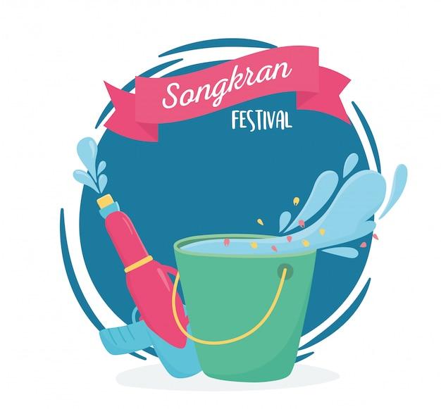 Songkran festival eimer und plastikwasserpistole