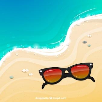 Sonnenbrillen auf dem sand