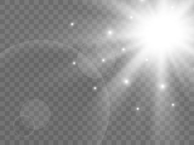 Sonnenlicht auf einem transparenten hintergrund. isolierte weiße lichtstrahlen. vektor-illustration