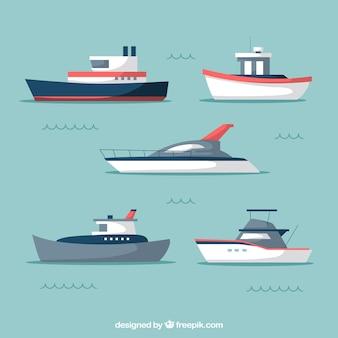 Sortiment von fünf modernen booten