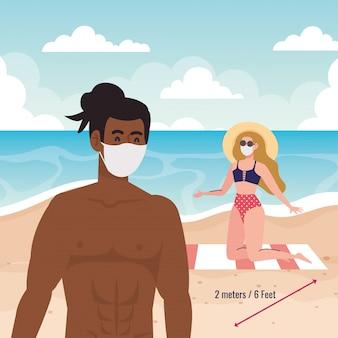 Soziale distanzierung am strand, paar mit medizinischer maske, neues normales sommerstrandkonzept nach coronavirus oder covid 19