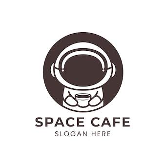 Space cafe logo mit niedlichen astronauten
