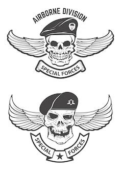 Spezialeinheiten. geflügelte schädel in militärischem kopfschmuck. gestaltungselemente für emblem, abzeichen.