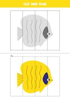 Spiel zum ausschneiden und einfügen für kinder. pädagogisches logisches rätsel für kinder im vorschulalter. illustration des niedlichen seefisches im karikaturstil. schneidpraxis für kinder.