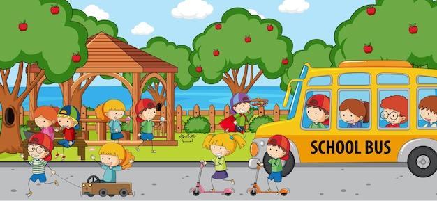 Spielplatzszene mit vielen kindern kritzelt zeichentrickfigur