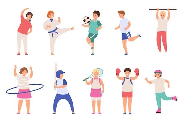 Sport kinder. kinder spielen fußball und tennis, machen sport und karate, laufen und boxen. jungen und mädchen körperliche aktivitäten flacher vektorsatz. jugendliche in uniform und ausrüstung