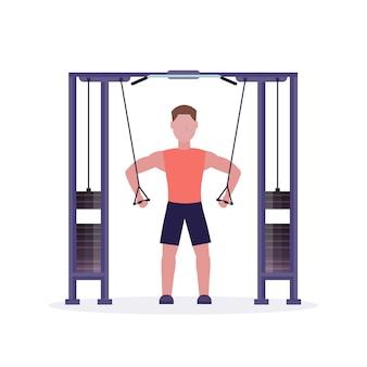 Sportmann, der übungen auf bodybuilder des trainingsapparats macht, der im weißen hintergrund des gesunden lebensstilkonzepts des turnhallen trainiert