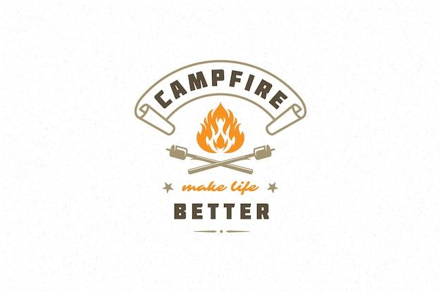 Sprichwortzitat-typografie mit handgezeichnetem lagerfeuersymbol und klebt marshmallows