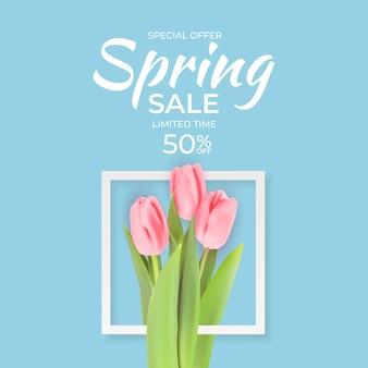 Spring sale banner mit realistischen tulpenblumen.